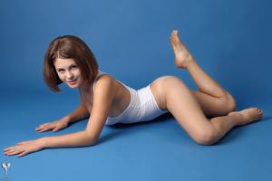 http://img254.imagevenue.com/loc30/th_365067352_tduid300163_silver_angels_Sandrinya_I_whiteswimwear_1_061_122_30lo.jpg