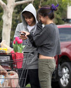 th 86244 Gomezlq9 123 410lo Selena Gomez   grocery shopping in Encino 01/14/12