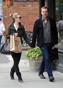 http://img254.imagevenue.com/loc492/th_901964480_Julia_Stiles_spotted_with_boyfriend6_122_492lo.jpg