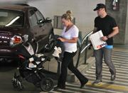 http://img254.imagevenue.com/loc509/th_097591168_Hilary_Duff_FedEx_in_Beverly_Hills6_122_509lo.jpg
